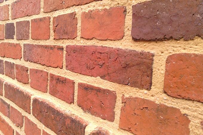 Rénovation joints de brique